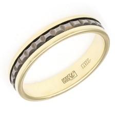 Обручальное кольцо с рельефной вставкой