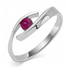 Кольцо из белого золота с рубином