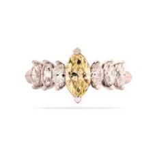 Кольцо из белого золота с бриллиантами огранки маркиз