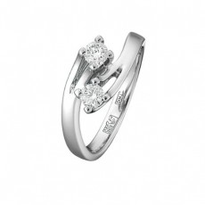 Кольцо из белого золота 585 пробы, украшенное бриллиантами