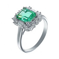 Кольцо из серебра с фианитами и зеленым центральным камнем